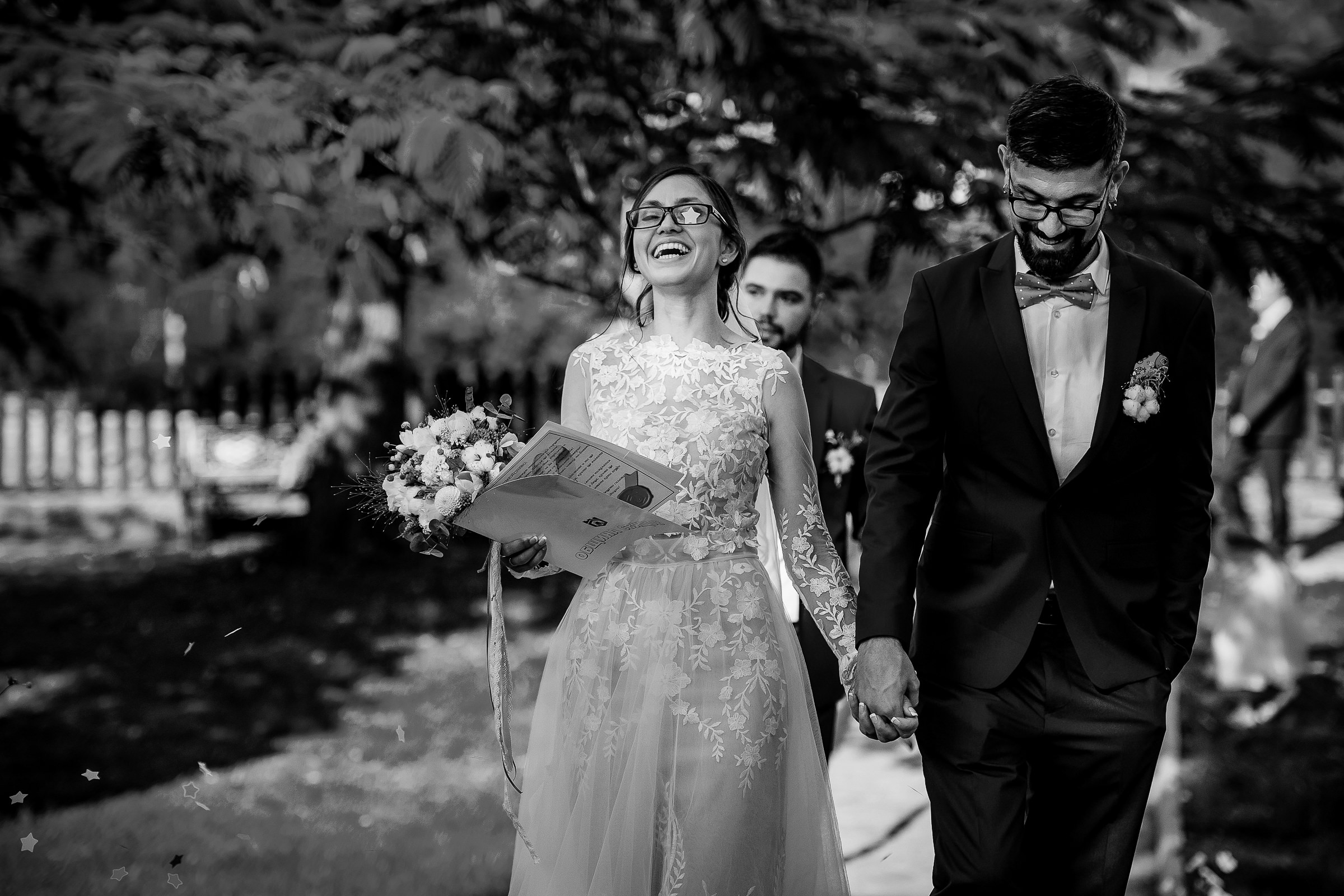 Hand in hand bride and groom - photo by Deliysky Studio