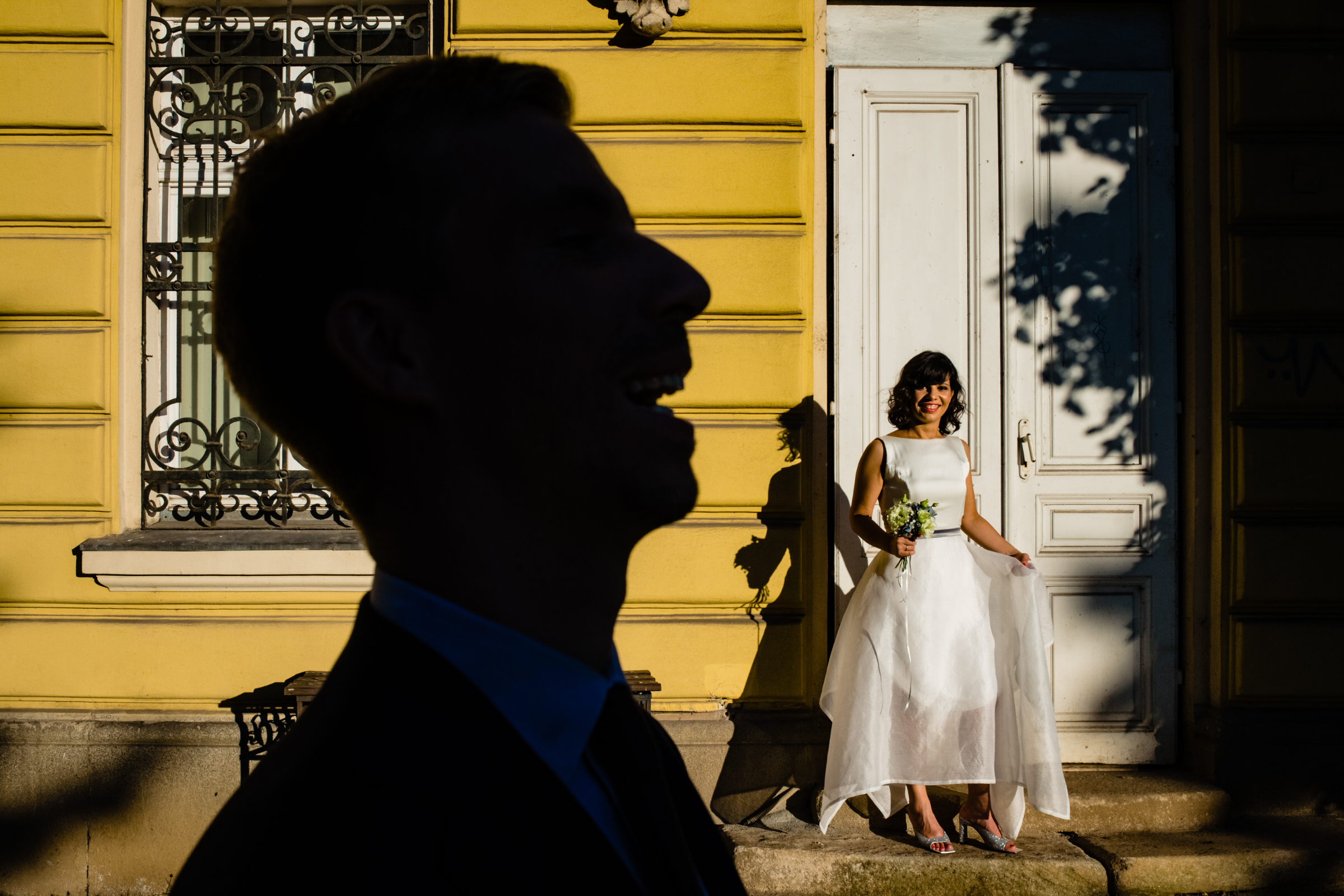 Silhouette of laughing groom with bride - photo by Deliysky Studio