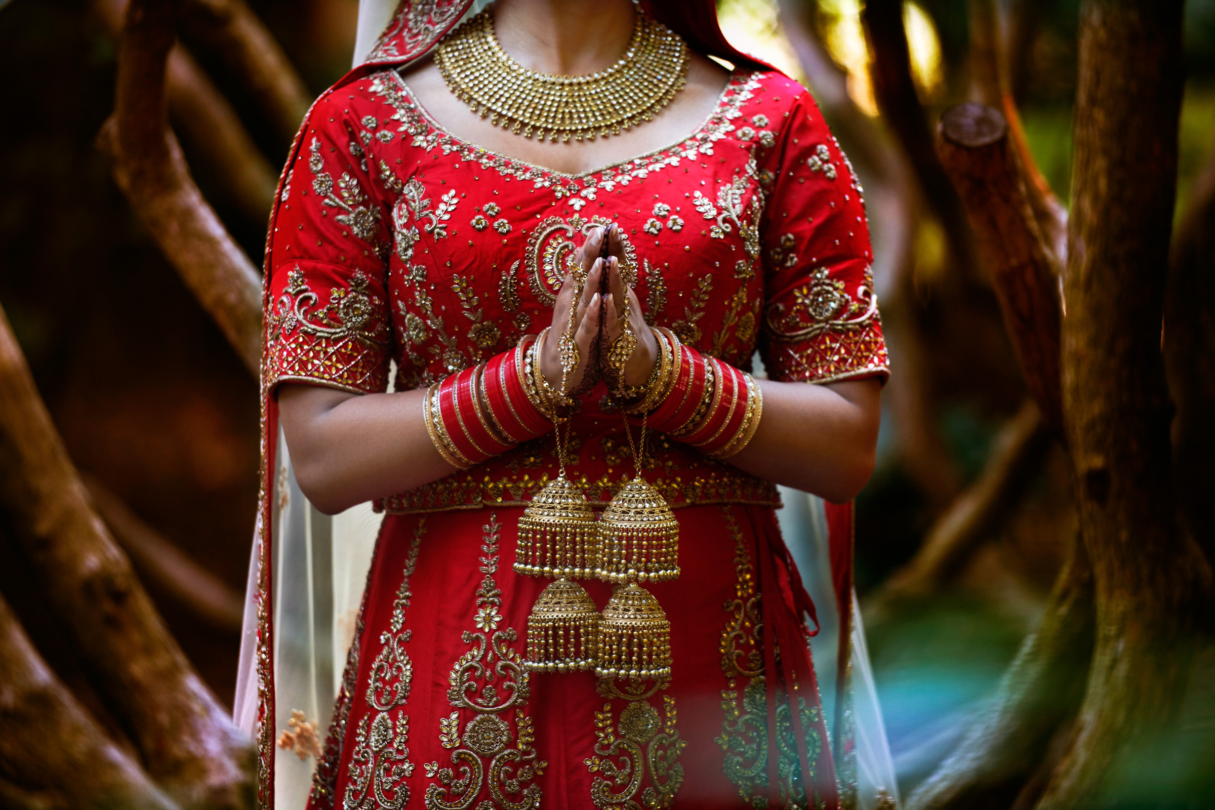 Sikh bride in red - photo by Jozef Povazan Photography