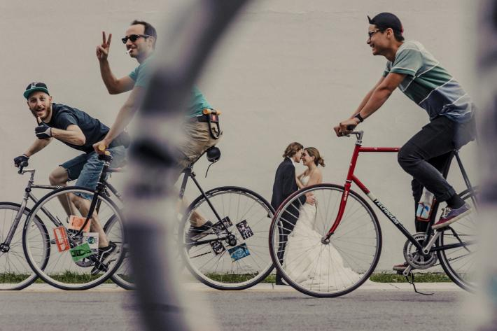 The perfect photo bomb with bicyclists - photo by El Marco Rojo