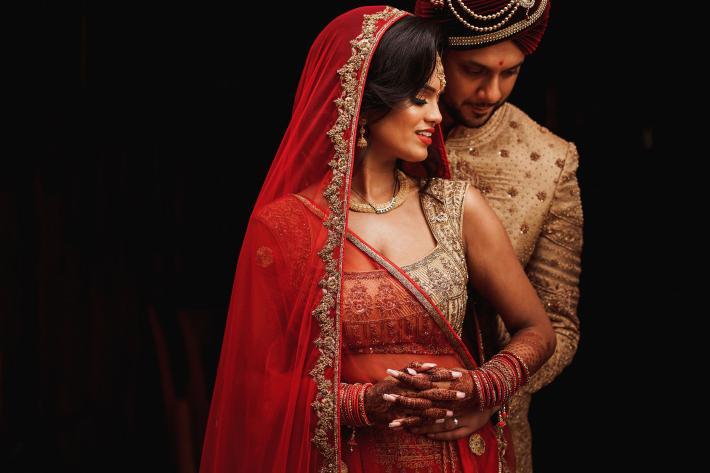 bride-in-chiffon-dress-with-gold-applique-bodice-elmarcorojo-best-photographers-spain
