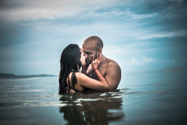 Featured-sexy-couple-portrait-in-water-woman-with-mendhi-worlds-best-wedding-photos-sephi-bergerson-bengaluru-wedding-photographers
