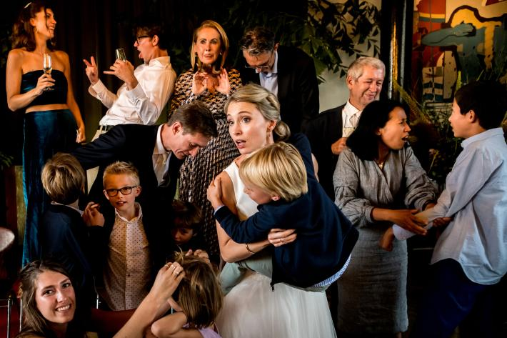 Complex composition of wedding party by Isabelle Hattink