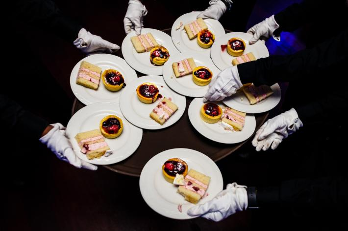 Waiters with white gloves pass dessert plates at reception - photo by JAG Studios - NYC