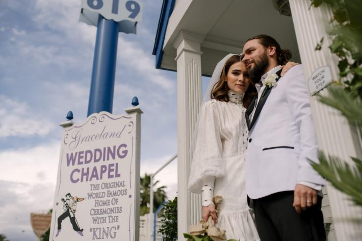 Las Vegas chapel wedding with retro fashion - photo by Matei Horvath - Los Angeles wedding photographer