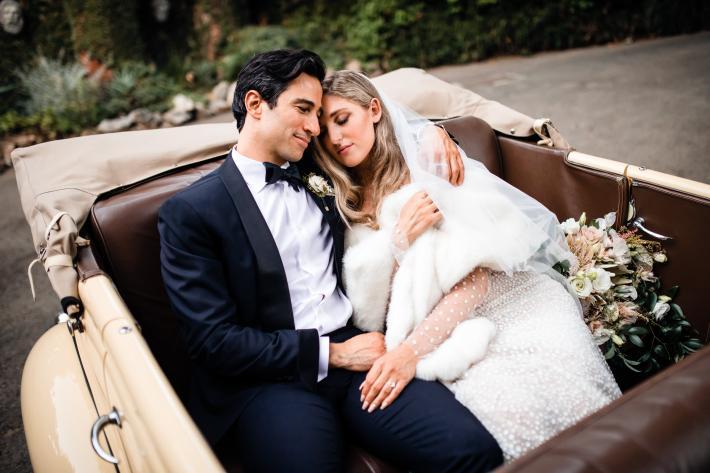 couple-affection-in-vintage-auto-m-hart-los-angeles-photographer