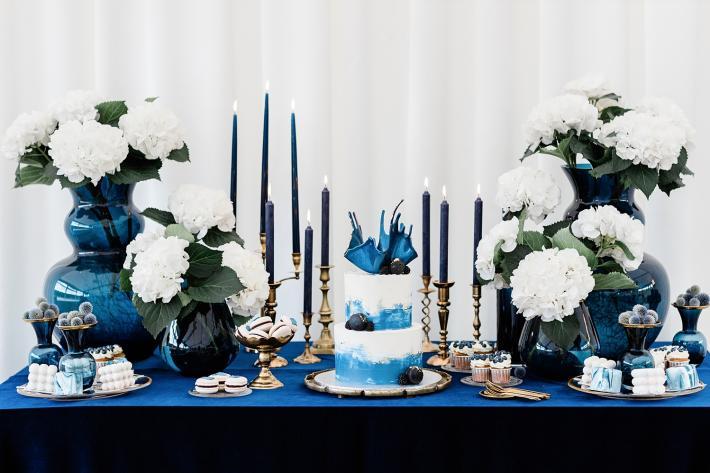 modern-cake-on-dessert-table-jurgita-lukos-photography