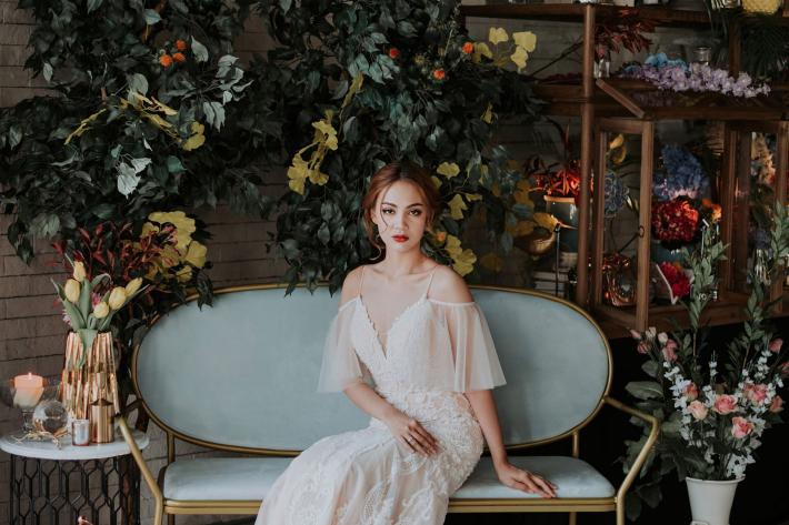 featured bride_in_beautiful_off-shoulder_light_chiffon_and_lace_gown_by_mun_keat_studio