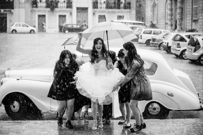rainy-day-bride-ascending-stairs-with-help-from-her-friends-shane-p-watts-photography