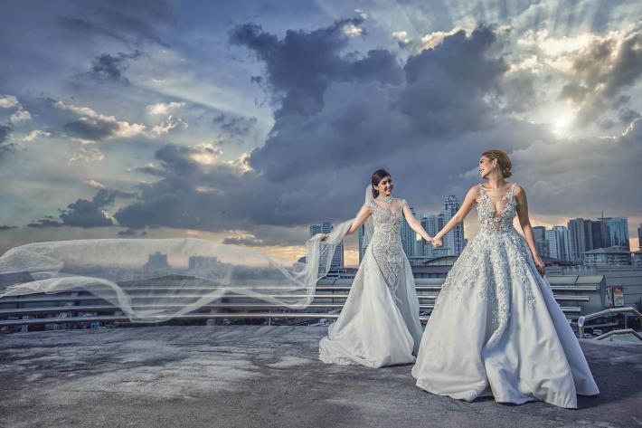 lesbian-brides-against-city-landscape-worlds-best-wedding-photos-cm-leung-hongkong-wedding-photographers