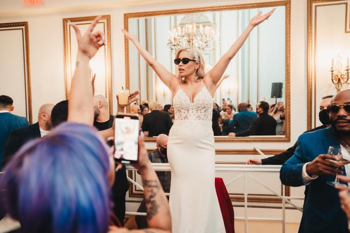 bride-leading-dancing-mike-zawadzki-photography