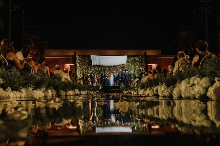 elaborate-floral-wall-ceremony-reflected-in-pool-elmarcorojo-spain