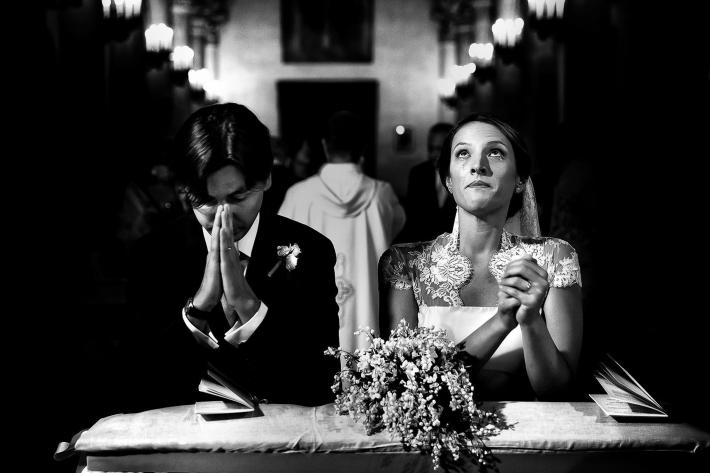 photo-of-couple-praying-during-wedding-ceremony-by-rino-cordella-in-puglia-italy